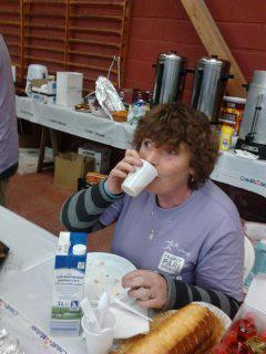 Maryse boit son jus... et elle l'a bien mérité !